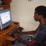 Raudi Manuel Ferreras trabajando en su reportaje en Guanaba.Net