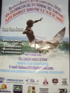 Saulo Medina invita a la próxima competencia de Surf en la playa de Bahoruco